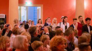 Jugendweihe Teilnehmer laufen in den Großen Saal ein